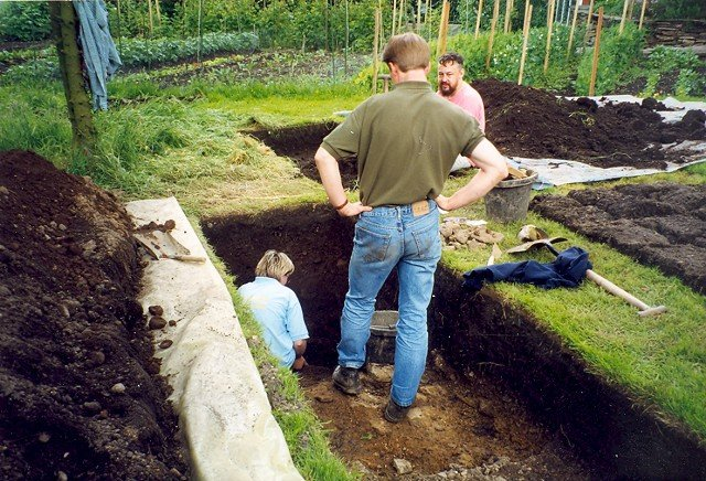 1998: three students find the Iron Age ditch.